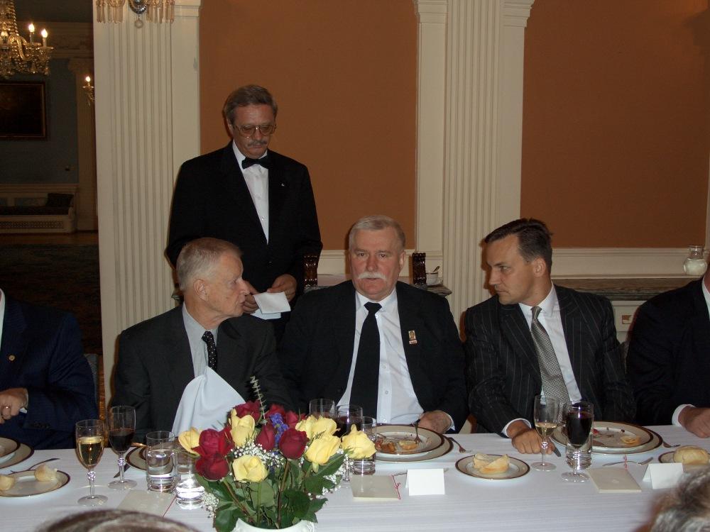 Z Wałęsą i Brzezińskim